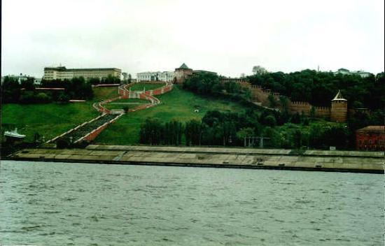 Нижний Новгород, Россия: View from Volga: Chkalov staircase and Kremlin