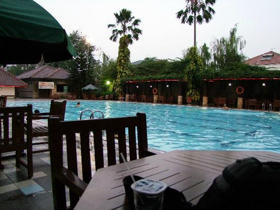 Sunlake Hotel: Outdoor area + pool