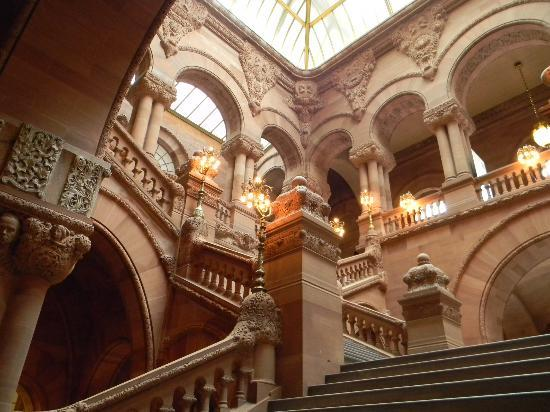 Albany, Estado de Nueva York: Million Dollar Staircase