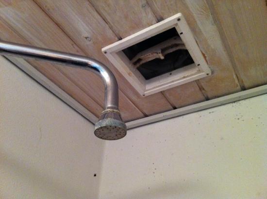 Hotel Storedal: Dusjhodet og såkalt ventilasjonsluke