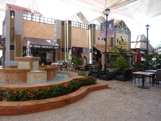 La Isla Shopping Village : A very nice and big shopping center