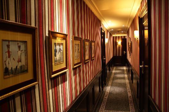 Hotel Napoleon Paris: Le Couloir