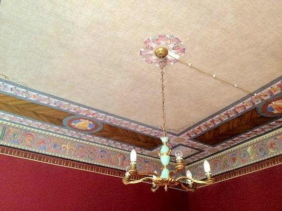 B&B Colosseo Suites: Lovely ornate ceiling