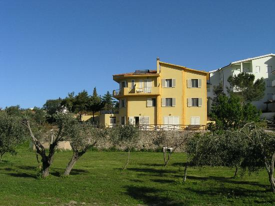 Villa Agnese : Garten und Haus