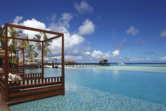 The Residence Maldives : Daybed by the Pool