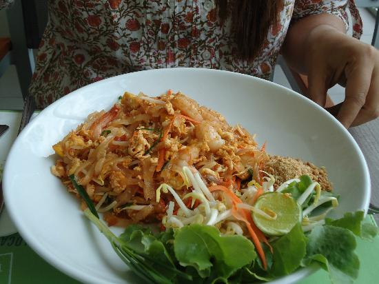 Ibis Pattaya: yummy phad thai with shrimps..