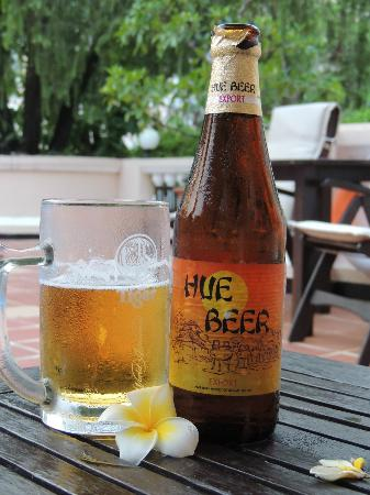 Hotel Saigon Morin: Hue Beer and it even came with a flower