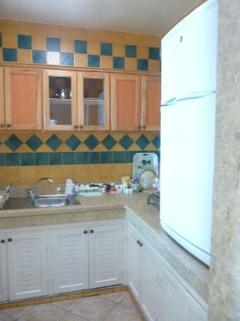 Residence Hotel Azour : Lovely Fitted Kitchen