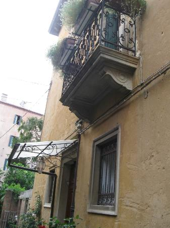 B&B Casa delle Rose: balcony of B&B