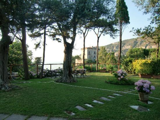 Villaggio Costa Alta : Verde molto curato