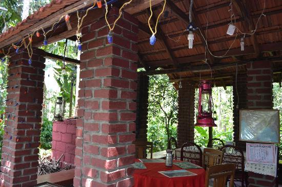 Valley of Birds Homestay: Dining Area