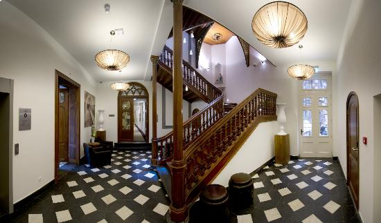Hotel Merici: Staircase