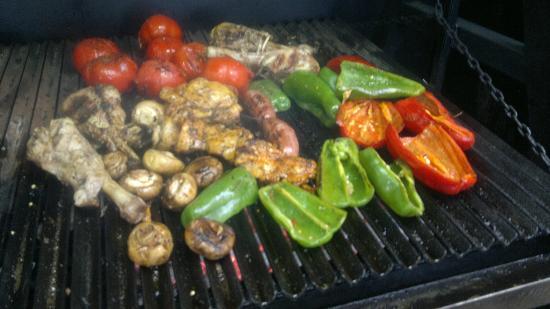 La Cucaracha-Tex Mex-BBQ-Grill: fresh grilled veg on wood BBQ