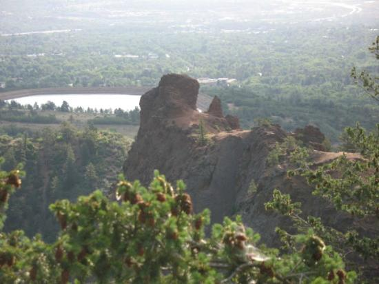North Cheyenne Cañon Park and Starsmore Discovery Center : Reservoir above Colorado Springs