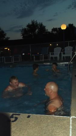 Field's Park Motel: A beautiful night for a swim