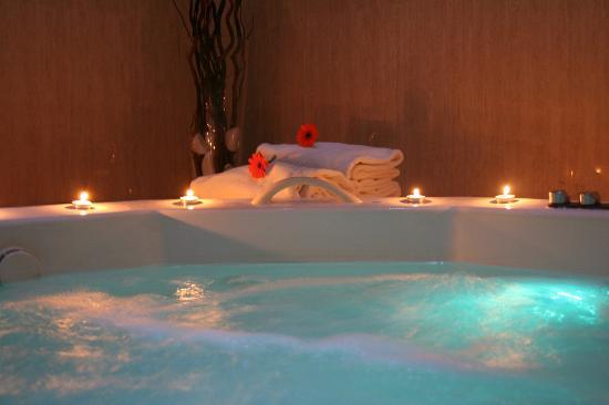 Hotel Garbi Millenni: Jacuzzi interior
