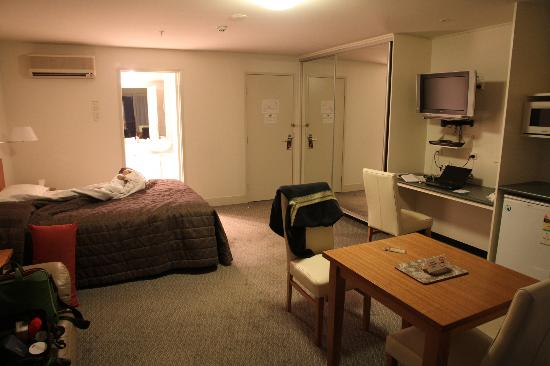 The Old Woolstore Apartment Hotel: Bedroom