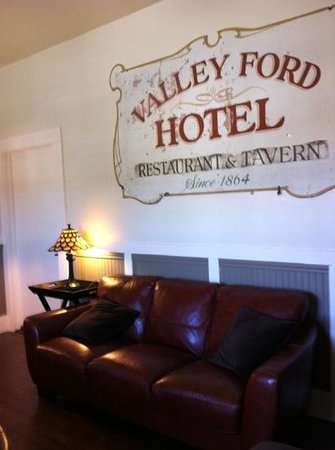 Valley Ford Hotel:                   salon