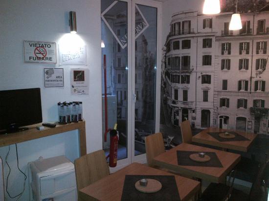 Nerva Accomodation: Petite salle à manger dans les espaces communs