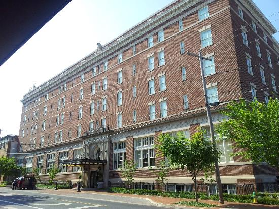 "The Front facade of ""The George Washington Hotel"""