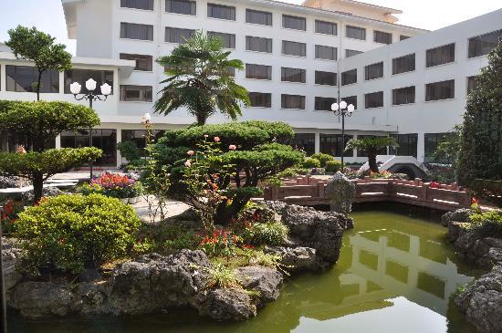 Grand Link Hotel Guilin: Courtyard
