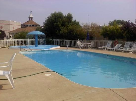 Ramada Hammond Hotel and Conference Center: Pool