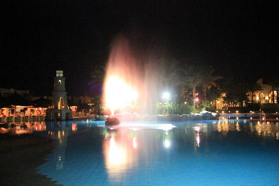 Faraana Reef Resort: pool party night