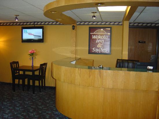 Wakota Inn & Suites: Lobby
