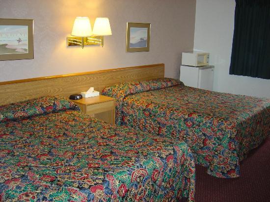 Wakota Inn & Suites: Room with 2 Queen Beds