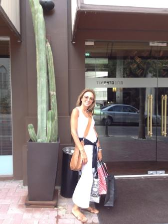 Brown TLV Urban Hotel: outside hotel after shopping