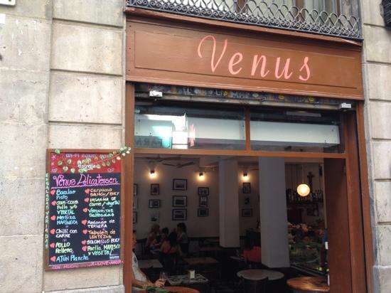 VENUS Delicatessen Barcelona: View from street