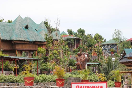 Mataas Na Kahoy, Филиппины: Huts