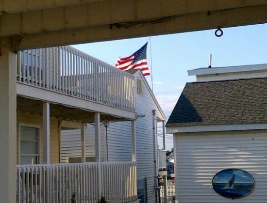 Ship's Inn Resort: view from Skipjack suites