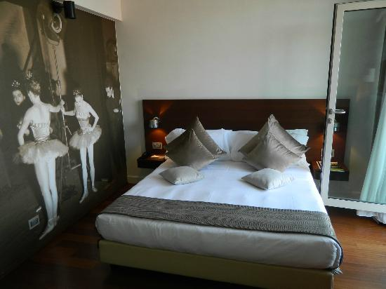 Hotel Milano Scala: Bed side of the room