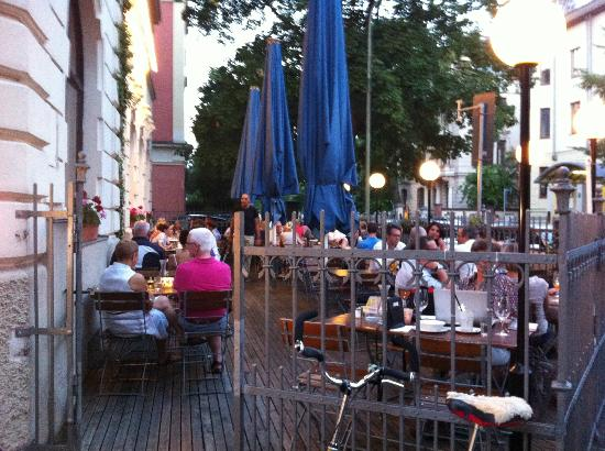 LENZ Schank und Speiselokal: Outdoor seating