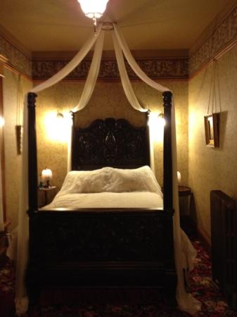 William Sauntry Mansion: Ellen's room