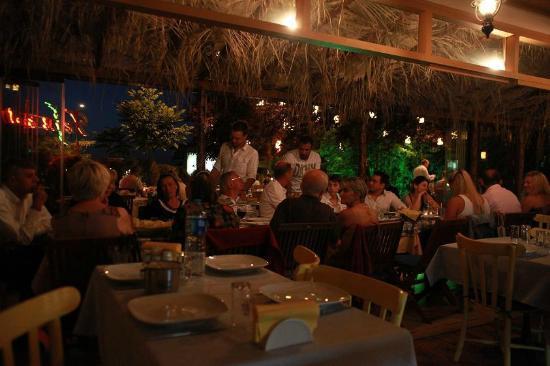 Tenes Fish Restaurant: Friday night