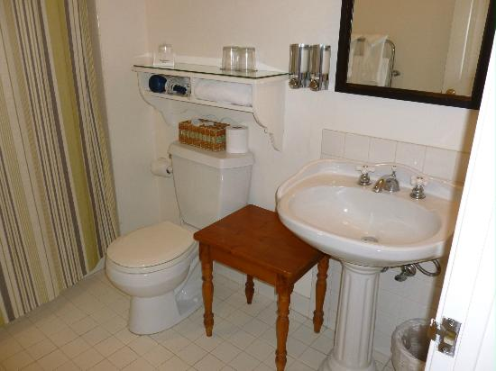 Seal Cove Inn: Bathroom of Room #1