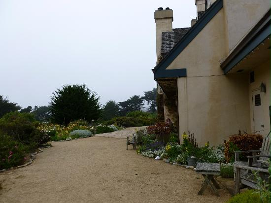 Seal Cove Inn: A View of the Garden