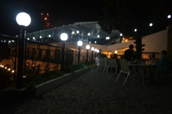 Mussoorie Gateway: Open Air Dining Area