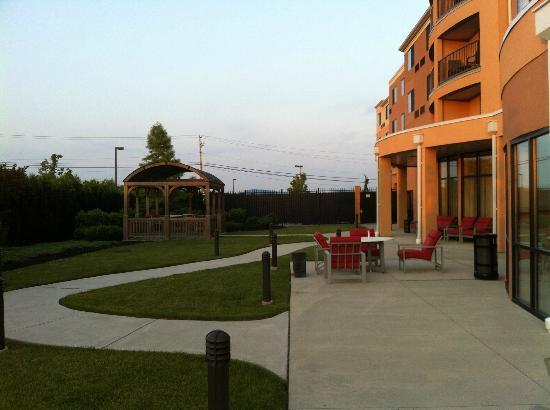 Courtyard by Marriott Bethlehem Lehigh Valley / I-78: At the back