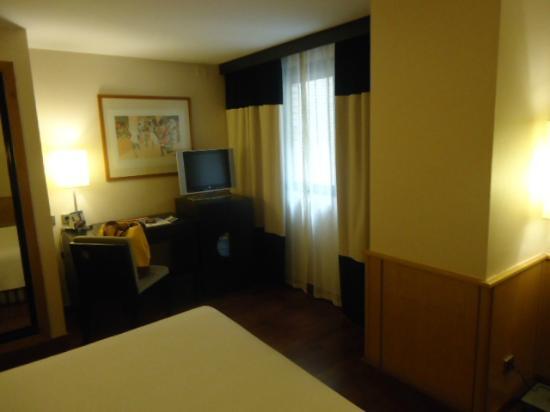 NH Ciudad de Valencia: Habitación muy confortable