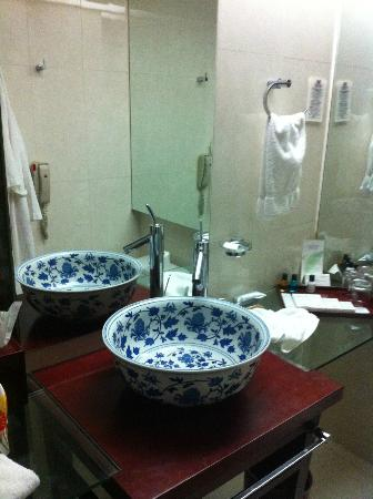 Brightel All Suites Shanghai: Salle de bain