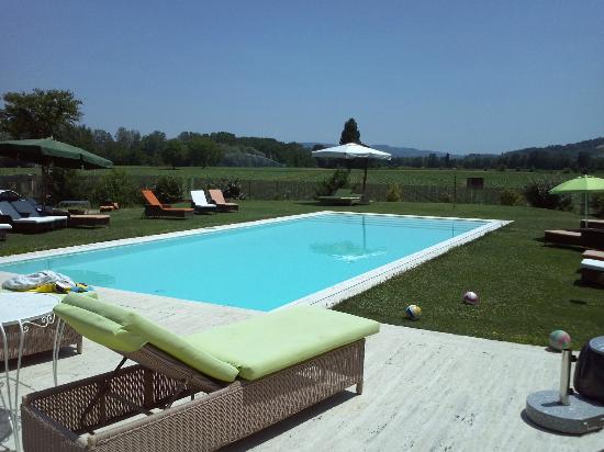 Borgo Spinara: vista della piscina