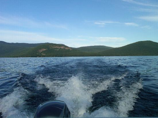 Contessa Lake George Motel & Resort: view of Lake George, off of Captain Bob's boat rentals