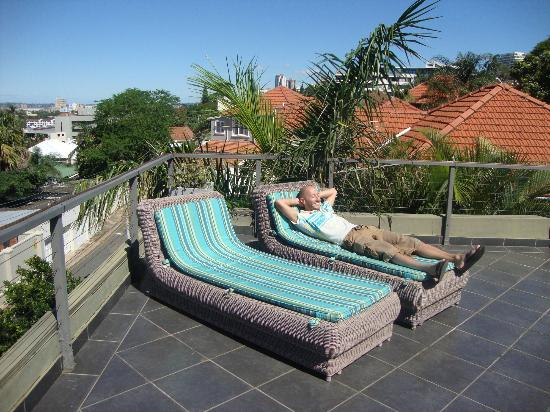 Durban View Guest House: Sunbeds on roof terrace