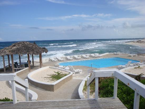 Abaco Inn: View of the pool