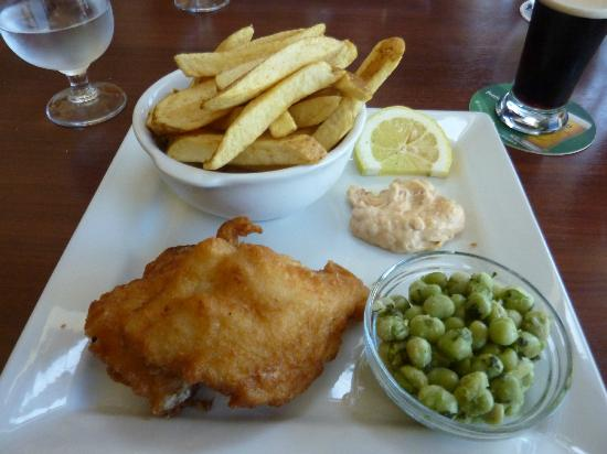 Fitzgerald's Junction Bar: Fish and chips