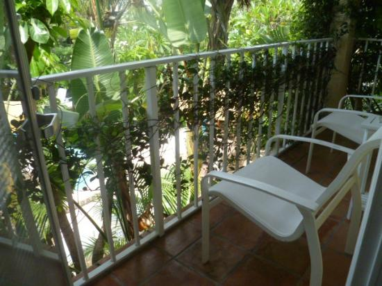 The Caribbean Court Boutique Hotel: balcony of pool from room 124