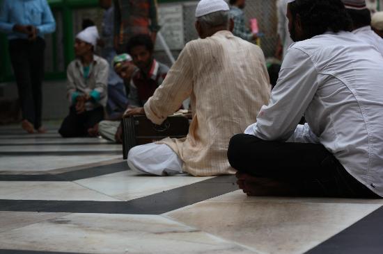 Hazrat Nizamuddin Darga : qawali singers